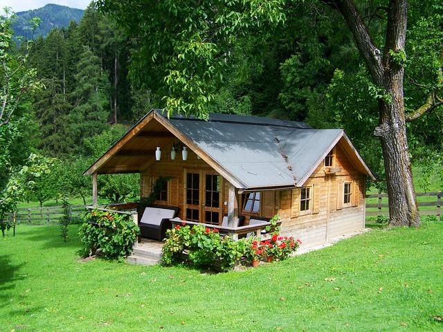 Tiny house France : pourquoi vivre dans une petite maison rapporte gros pour les jeunes familles ?